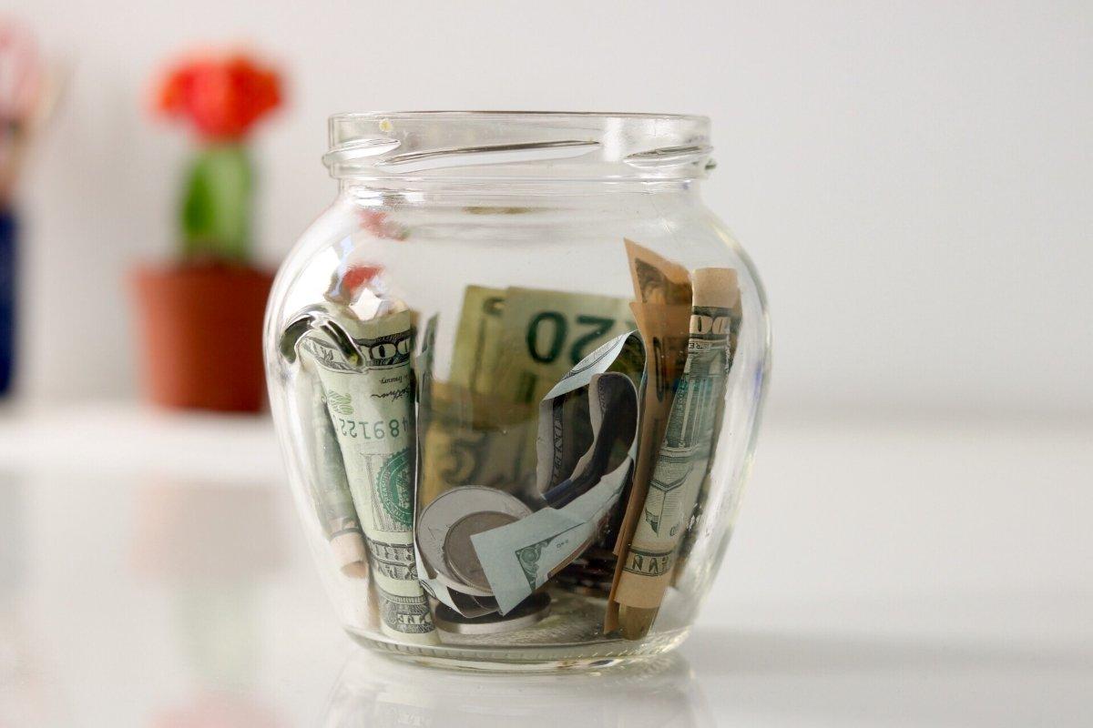 money-jar_t20_1JvbZn
